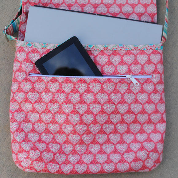 Mae-messenger-bag-in-use