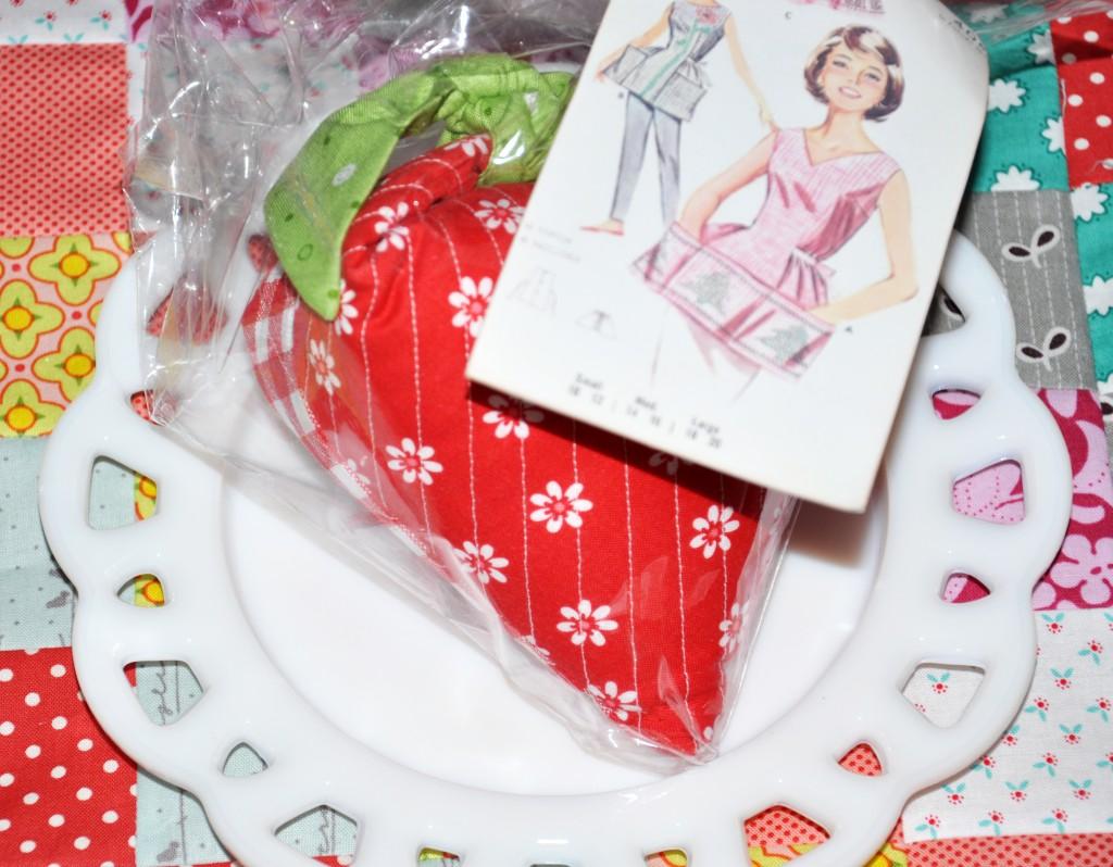 strawberry pincushionDSC_0830