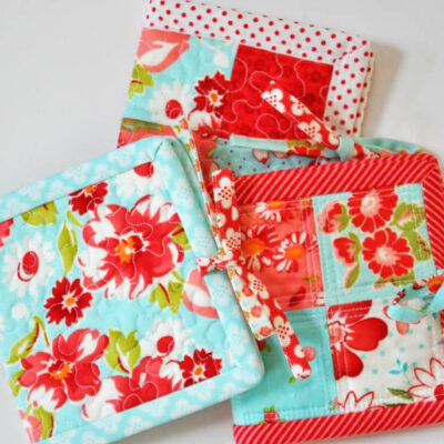 Last Minute Gift Tutorial: Patchwork Tea Mat with Inside Pocket