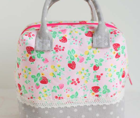 Enjoy the Sewing :: A Strawberry Ellie Travel Case by Fabric Mutt