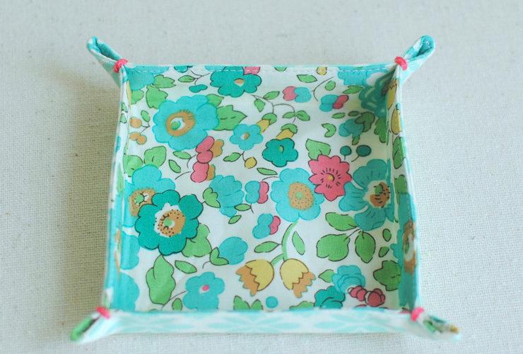 Easy Fabric Trays {Mini Tutorial}