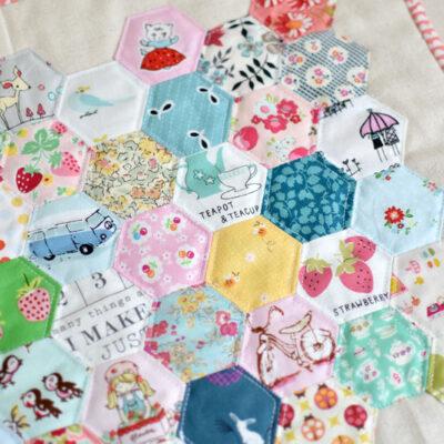 Hexagon Mini Quilt & Single Fold Binding Tutorial